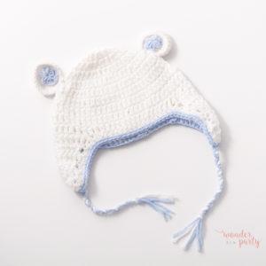 Gorro ganchillo para bebé blanco y celeste