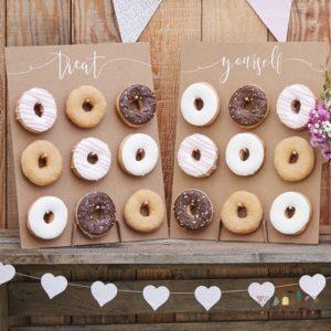 Pared para donuts de madera doble