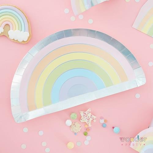 Platos arcoíris iridiscente y tonos pastel