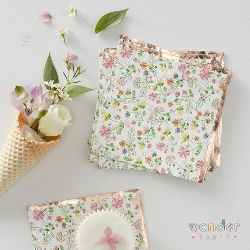 Servilletas flower garden oro rosa. Ideales para decorar tus mesas de comunion y fiestas tematicas de flores liberty. Muy delicados y de ultima moda.