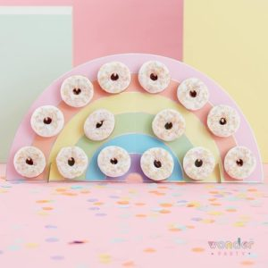 Soporte stand para donuts arcoíris
