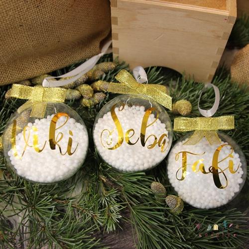 La bola navideña cristal personalizada es ideal para colocar en el árbol con los nombres de cada uno de los integrantes de la familia. Bolas navideñas personalizadas.