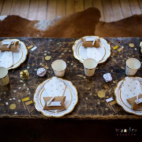 Vasos festón dorado y topos wonder party barcelona Fiestas tematicas, decoracion con globos, organizacion de eventos.